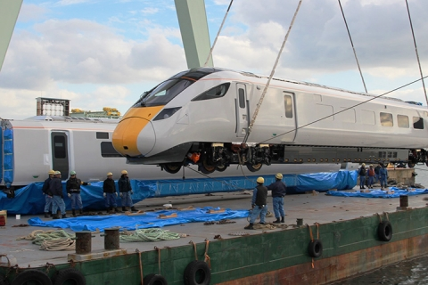 Hitachi IEP Class 800 Being Lifted By A Crane