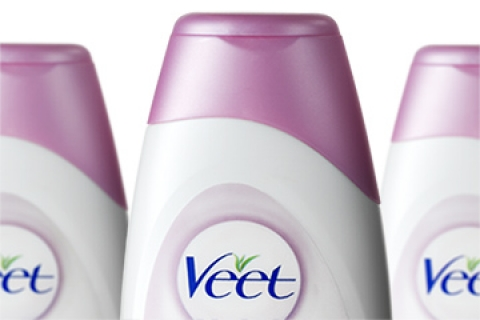 A Close Up Of Veet Prominimise moisturiser Bottle